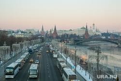 Виды Кремля с Патриаршего моста. Москва, город москва, кремль, пречистенская набережная