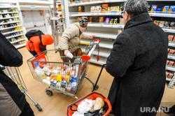 Ситуация в супермаркете Ашан на фоне ажиотажа связанного с эпидемией коронавируса. Челябинск, продуктовые полки, магазин, супермаркет ашан