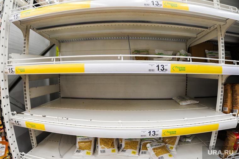 Ситуация в супермаркете Ашан на фоне ажиотажа связанного с эпидемией коронавируса. Челябинск