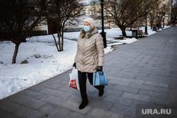 Ситуация в Екатеринбурге в связи объявленной в мире пандемии коронавируса, прохожие, люди в масках, вирус, екатеринбург , виды екатеринбурга, экология, защитные маски
