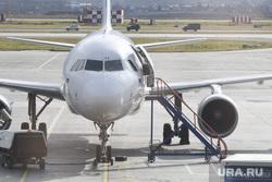 Аэропорт Кольцово после происшествия с посадкой самолета АН-12. Екатеринбург, аэропорт, трап, турбина, самолет, взлетное поле
