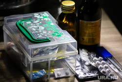 Клипарт на тему ОРВИ. Курган, ребенок, лекарства, градусник, грипп, болезнь, орви, заболевание, орви, больной ребенок, орз, карантин, больничный, коронавирус