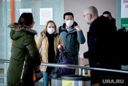 Прибытие задержанного рейса Сиань - Екатеринбург в аэропорту Кольцово. Екатеринбург, аэропорт кольцово, аэропорт, китайцы, медицинские маски, пассажиры, коронавирус, защитные маски