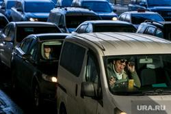 Пробки в городе. Москва, машины, пробки, водитель, трафик, автомобили, правый руль, автотранспорт