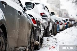 Платные парковочные пространства. Екатеринбург, снег, платная парковка, парковка машин, зима, стоянка, водитель, автолюбитель, автомобиль, парковка автомобилей, парковочная зона, парковка, машина