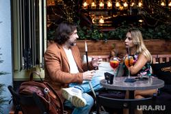 Презентация меню шеф-повара Михаила Чеснокова в ресторане «Огонек»., напитки, стол, общение, кальян, коктейли, бокалы, ресторан