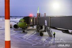 Алексей Текслер посетил новый терминал внутренних авиалиний аэропорта «Челябинск» имени Игоря Курчатова. Челябинск, самолет, трап самолета, телескопический трап