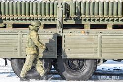 Тренировка артиллеристов на полигоне «Свердловский». Екатеринбург, грузовик, солдат, салютная установка