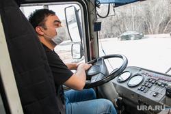 Разное. Курган, водитель автобуса, пазик, защитная маска, маска на лицо, кабина автобуса