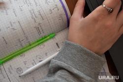 Подготовка студентов к зимней экзаменационной сессии. Екатеринбург, ручки, тетрадь, подготовка, школа, образование, уроки, экзамены