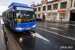 Выделенная полоса для автобусов. Тюмень, выделенная полоса, автобус, общественный транспорт