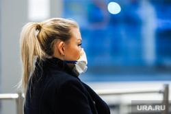 Обстановка в челябинском аэропорту Игорь Курчатов во время эпидемии коронавируса. Челябинск , девушка, медицинская маска, аэропорт игорь курчатов, коронавирус, масочный режим