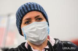 Обстановка в челябинском аэропорту Игорь Курчатов во время эпидемии коронавируса. Челябинск , девушка, пассажиры