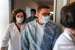 Поездка Алексея Текслера в ОКБ-2 для проверки готовности к пандемии. Челябинск, роддом, медики, медицина, врачи, текслер алексей, больница