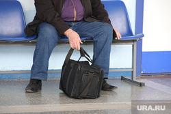 Аэропорт. Курган, аэропорт, сумка, пассажир, дорожная сумка