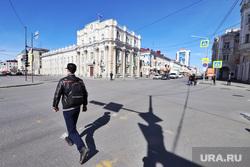 Пустые улицы во время нерабочих дней.  Курган , перекресток, перекресток ленина гоголя, пешеход
