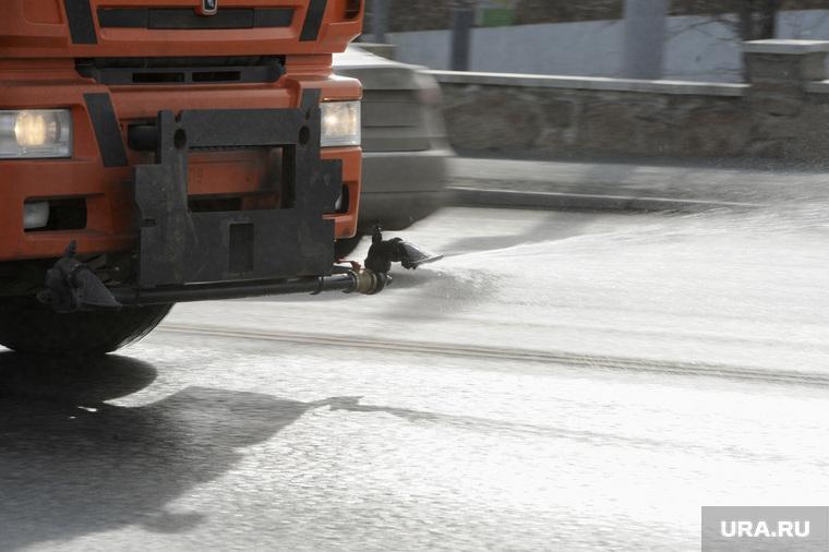 Санитарная обработка городских дорог. Челябинск