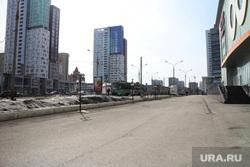 Городской траффик во время нерабочих дней точки съемки понедельник Пермь, гипермаркет семья пермь