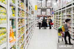 Противоэпидемические меры, предпринимаемые торгово-развлекательными центрами Екатеринбурга, продукты, покупатели, гастроном, заражение, гипермаркет, продуктовая корзина, бакалея, вирус, покупка продуктов, маска на лицо, продуктовый магазин, продукты питания