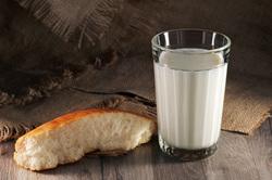 Клипарт depositphotos.com, хлеб, граненый стакан, стакан с молоком