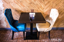 Гастропаб Графъ.inn. Екатеринург, кресла, столик в кафе