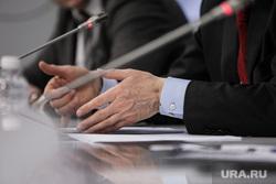 Пресс-конференция в ТАСС, посвященная вручению Премии президента России в области науки. Москва, чиновник, документы, руки