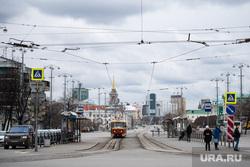 Екатеринбург во время пандемии коронавируса COVID-19. Екатеринбург, улица ленина, трамвайная остановка