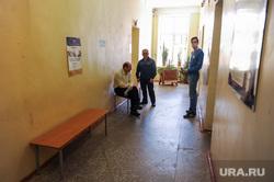 Николай Цуканов с рабочим визитом в городе Карабаше. Челябинская область , поликлиника, коридор больницы, больница, больные