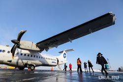 Споттинг. Курган, снег, аэропорт, зима, utair, споттинг, пассажиры, крыло самолета