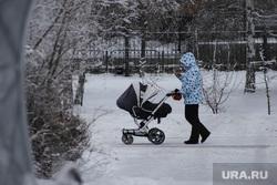 Виды города. Курган, коляска детская, коляска с ребенком, зима