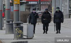 Город во время нерабочих дней, объявленных в связи с карантином по коронавирусу, пятый день. Пермь , полицейские, маска, патруль полиции