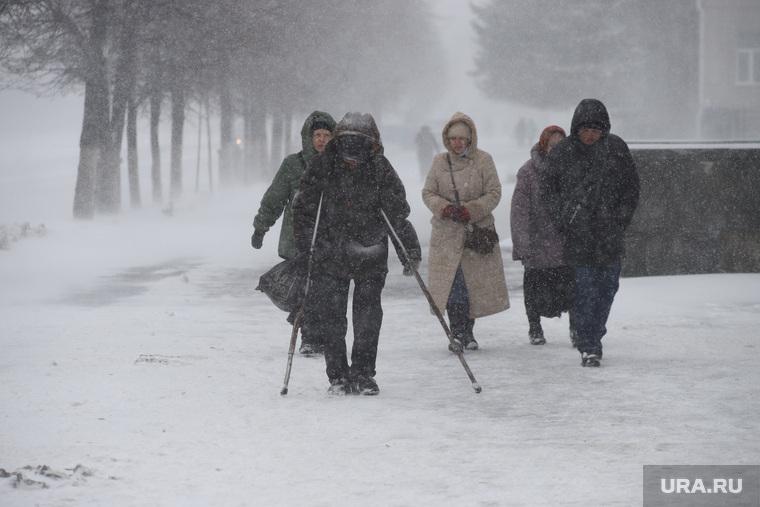 Снегопад в апреле во время пандемии коронавируса.  Курган