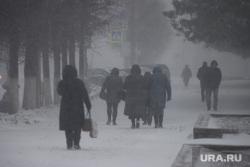 Снегопад в апреле во время пандемии коронавируса.  Курган , снег, снегопад, холод, плохая видимость, снег в городе, сугробы в городе, плохая погода, вьюга, метель, снег в кургане