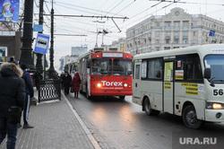Остановка общественного транспорта на площади Революции. Челябинск, троллейбус, остановка общественного транспорта