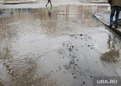 Виды Екатеринбурга, пешеходный переход, лужа, плохая дорога