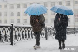 Сильный снегопад в Екатеринбурге, снег, зима, зонт, непогода, метель