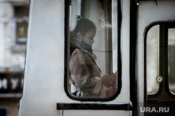 Ситуация в Екатеринбурге в связи объявленной в мире пандемии коронавируса, прохожие, люди в масках, медицинская маска, вирус, екатеринбург , виды екатеринбурга, экология, защитные маски, пандемия коронавируса