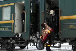 Встреча пекинского поезда до Москвы. Екатеринбург, пассажир, пассажирский поезд, пассажиры, железная дорога, поезд, поезд пекин улан-батор москва, пекинский поезд, пекинский экспресс
