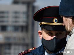 Девятнадцатый день вынужденных выходных из-за ситуации с CoVID-19. Екатеринбург, патруль, полиция, полицейский, проверка документов, covid-19, полицейский в маске