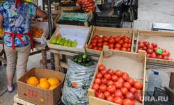 Незаконная уличная торговля. Рынки. Челябинск, овощи, торговля, продукты, помидоры, фрукты, рынок, продажа, уличная торговля, базар, рынки