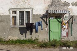 Деревяшки и снос дома. Нижневартовск, одежда сушится, барак, ветхое жилье, бедность