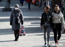 Третий день вынужденных выходных из-за ситуации с COVID-19. Екатеринбург, люди на улице
