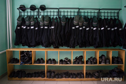 Первое сентября в кировоградской колонии для несовершеннолетних, заключенные, раздевалка, тюрьма, исправительная колония, зеки, спецодежда, уголовники, зэк, тюремная одежда, тюремная роба, зэки