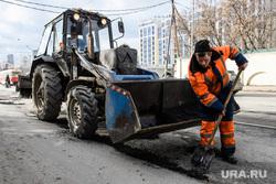 Разбитые дороги. Екатеринбург, экскаватор, улица куйбышева, дорожные работы, ямочный ремонт, ремонт дороги, дорожный работник