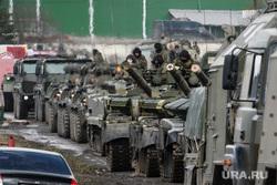 Репетиция прохода военной техники на улице 2-я Новосибирская. Екатеринбург, военные, военная техника на марше, репетиция парада