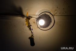 Балочные поселки Взлетный и Черный Мыс. Сургут, лампочка, балки, временное жилье, ветхое жилье, ловушка для мух