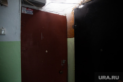 Место происшествия со стрельбой на пересечении улиц Вильямса и Писарева. Пермь, дверь в квартиру