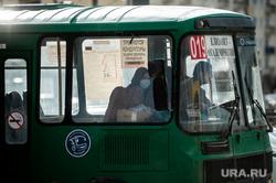 Ситуация в Екатеринбурге в связи с пандемией коронавируса, водитель автобуса, кондуктор, автобус, медицинская маска, защитная маска, маршрутка, виды екатеринбурга, коронавирус, пандемия, covid-19, маршрут019