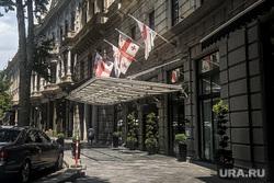Последствия протестов в Грузии. Тбилиси, отель, грузия, грузинский флаг