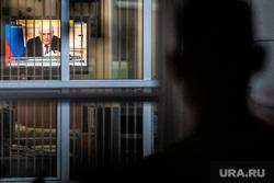 Совещание Президента РФ с руководителями субъектов Федерации по вопросам противодействия распространению коронавирусной инфекции в режиме видеоконференции. Екатеринбург, телевизор, мишустин михаил, видеосвязь, видеоконференция, мишустин на экране, мишустин михаил на экране
